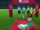 Оголена активістка Фемен вибігла на поле на матчі Україна-Туреччина