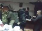 Активісти заблокувалися у суді з Коханівським
