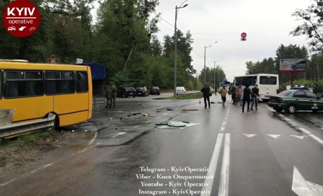 Автобус із Нацгвардією потрапив у ДТП під Києвом, є загиблий - фото