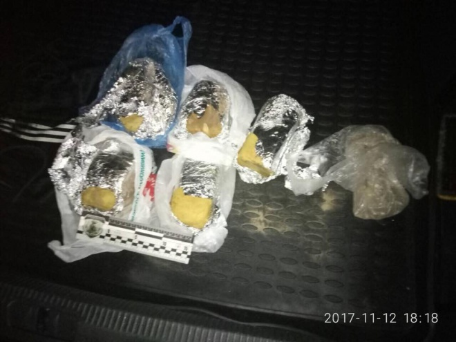 6 кг пластиду та детонатори виявила поліція у спальному районі Києва - фото