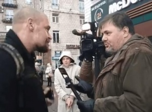 Провокатор Руслан Коцаба отримав у щелепу - фото