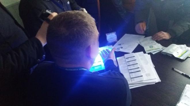 Службовців ДМСУ викрили у масштабній корупції та наркобізнесі - фото
