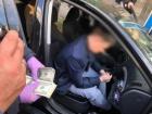 НАБУ затримало співробітника СБУ за вимагання хабара у майже $ 50 тис