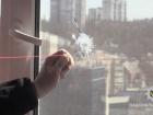 У Києві поліція затримала чоловіка, який з пістолета стріляв по вікнах квартир