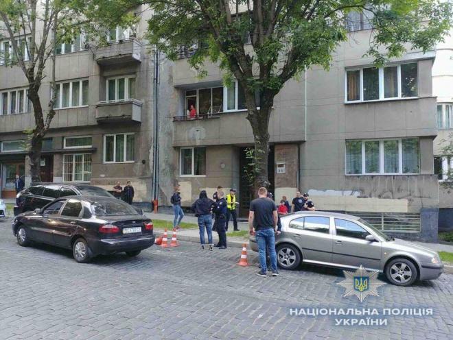 У Львові учасник ДТП вдарив ножем патрульну поліцейську - фото