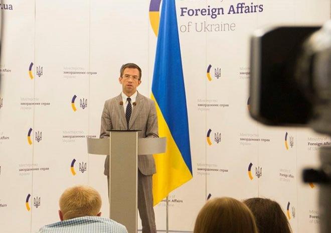 Понад 10 тисяч громадян України позбавлені волі за кордоном, - МЗС - фото