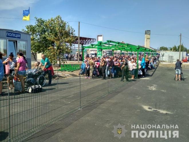 """КПВВ """"Станиця Луганська"""" відновив роботу - фото"""