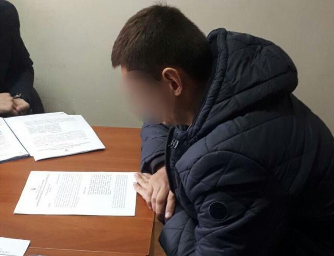 $104 тис виявили в кабінеті у керівника відділу поліції в Києві - фото