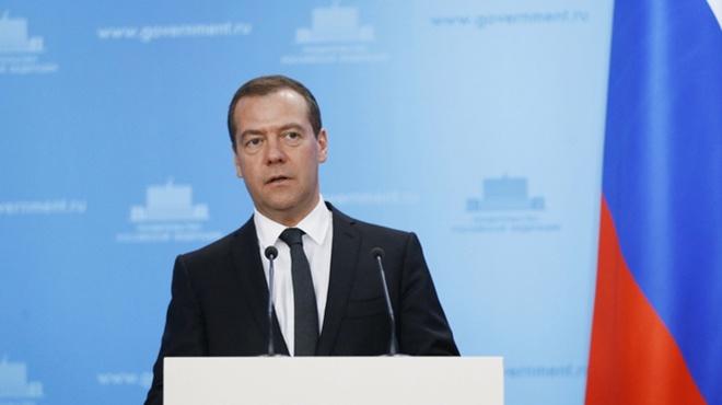 Медведєв розповів якими будуть проти України санкції - фото