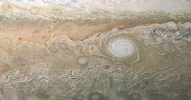 """""""Юнона"""" зробила видовищне фото білого антициклону на Юпітері - фото"""