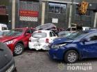 З'явилося відео, як автокран врізався в купу автівок у Києві