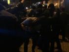 Через відкриття в Будинку профспілок ресторану KFC сталися сутички протестувальників з поліцією