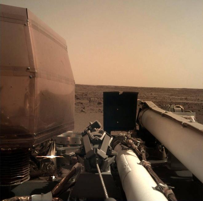 InSight надіслав своє перше якісне фото поверхні Марса - фото