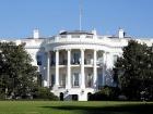 Трамп нагороджує Елвіса Преслі вищою нагородою США