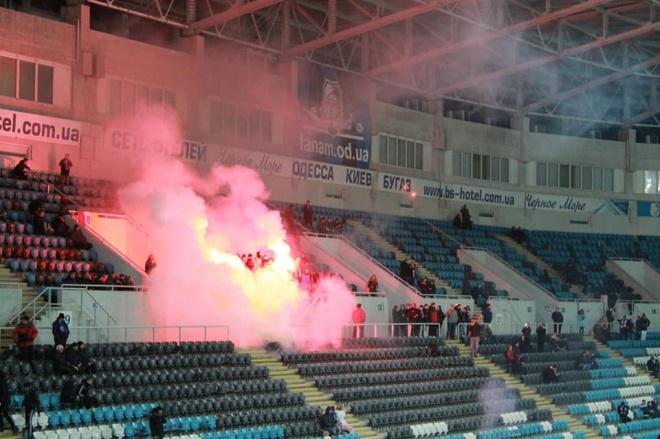 Поліція жорстко затримала ультрасів на матчі Чорноморець-Ворскла - фото