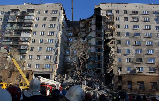 МНС завершило пошукові роботи на обвалі будинку в Магнітогорську - фото