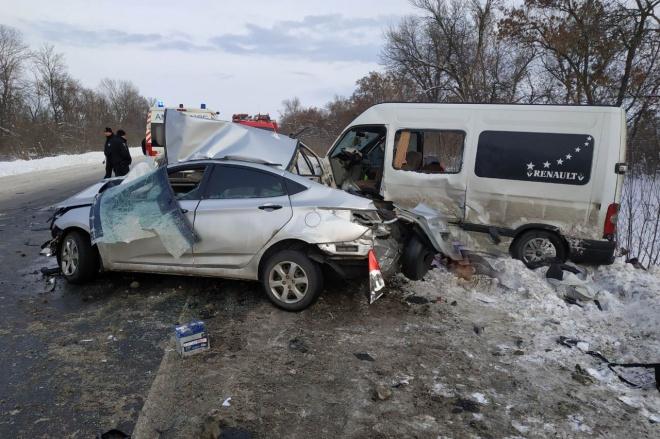 На Харківщині лекговик врізався в мікроавтобус: 4 загиблих, 9 травмованих - фото