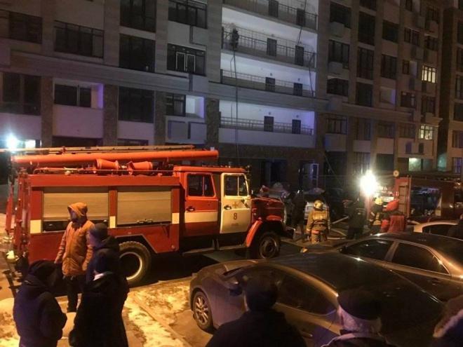 На Печерську палала багатоповерхівка, евакуйовували більше 40 людей - фото
