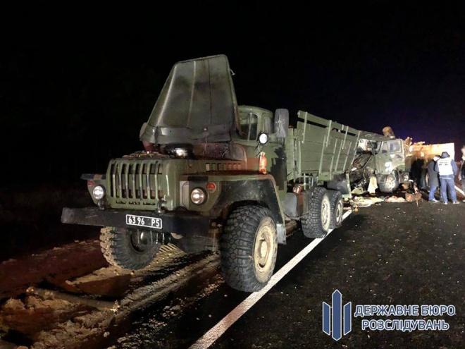 В аварії з військовими вантажівками на Херсонщині загинула людина - фото