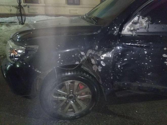 В Дніпрі з гранатомету вистрелили в автівку - фото