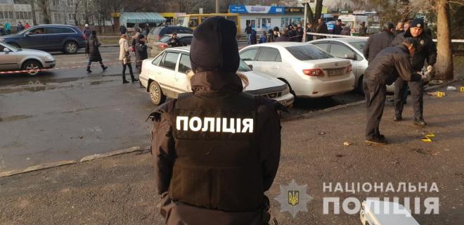 В Миколаєві прямо на виході із суду чоловік розстріляв подружжя - фото