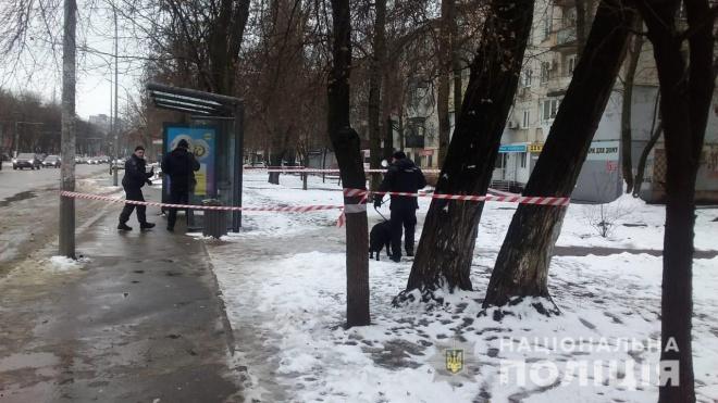 В Одесі на зупинці знайшли вибухівку - фото