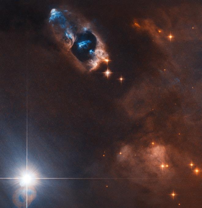 Хаббл показав «паруючий ствол» новонародженої зірки - фото