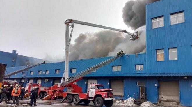 В Києві масштабна пожежа на складах на Червоноткацькій - фото