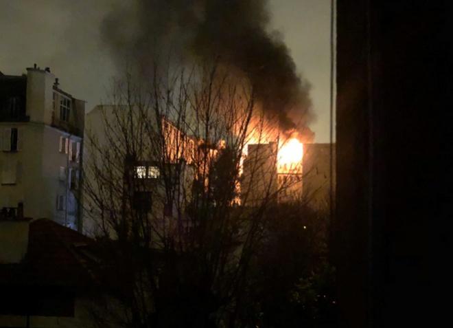 В Парижі в житловому будинку пожежа вбила 8 людей, підозрювана у підпалі можливо є психічно хворою - фото