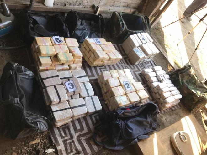 130 кг героїну виявлено у помешканні наркокур'єра на Закарпатті - фото