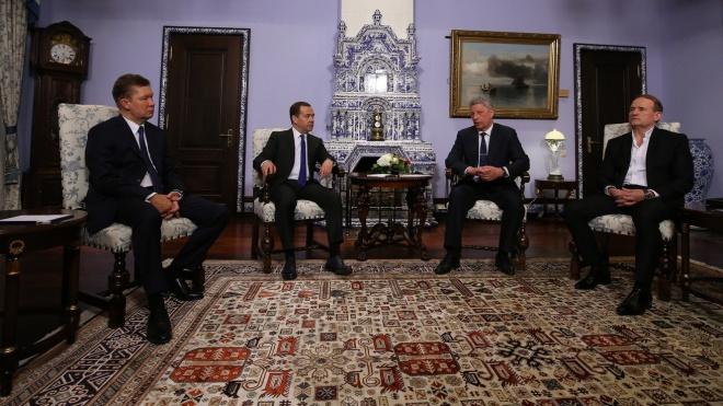 Бойко з Медведчуком приїхали до прем′єра країни-агресора поговорити про економічну співпрацю - фото