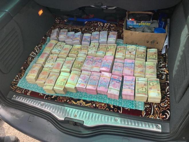 На Рівненщині затримано учасника мережі підкупу виборців з 2,5 млн грн, заявив Луценко - фото