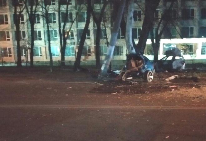 В Одесі машину від зіткнення розірвало надвоє, двоє загиблих - фото