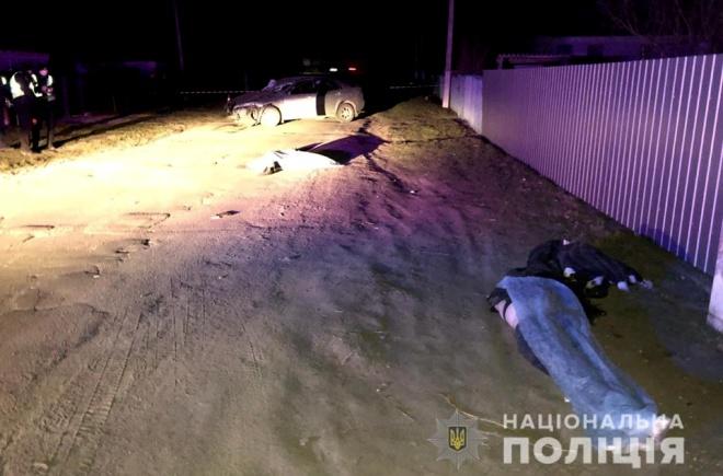 На Київщині вночі водій на смерть збив двох дівчат - фото