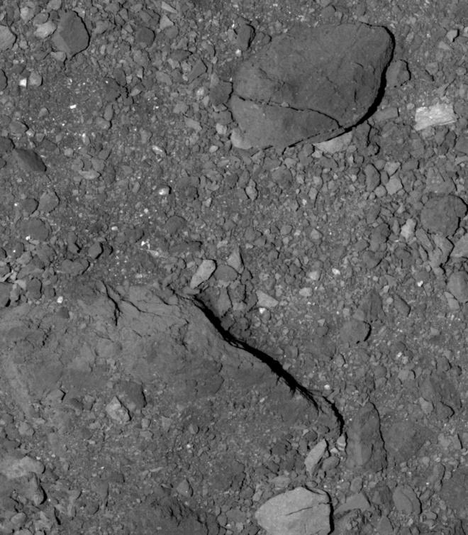 OSIRIS-REx показав засипану валунами поверхню астероїда Бенну - фото