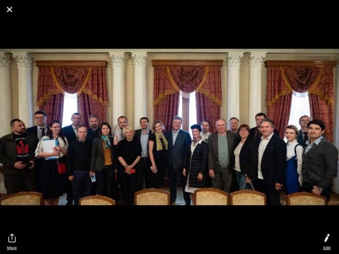 Порошенко визнав деякі свої помилки на зустрічі з громадськими організаціями - фото