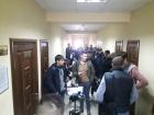 Суд виправдав активіста, якого схопила поліція за листівки проти Зеленського