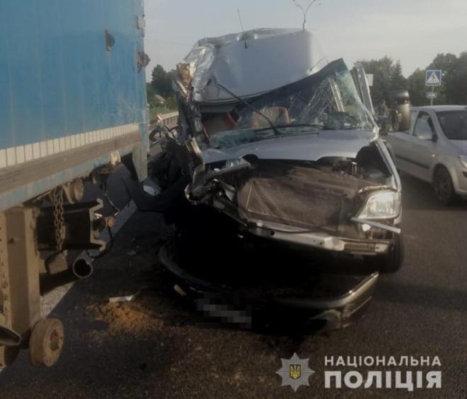 Автобус з дітьми зіткнувся з фурою на Дніпропетровщині - фото