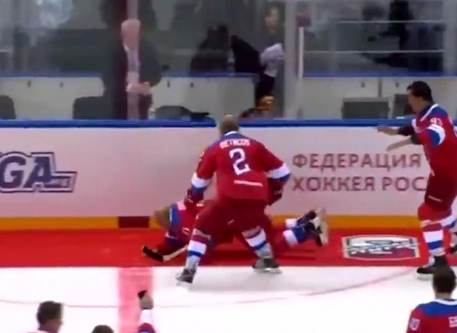 Путін зганьбився на показушному хокейному матчі - фото