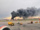 В московському аеропорту загорівся літак, багато загиблих