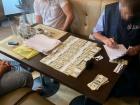 Чиновників та поліцейського затримано на хабарі в $500 тисяч