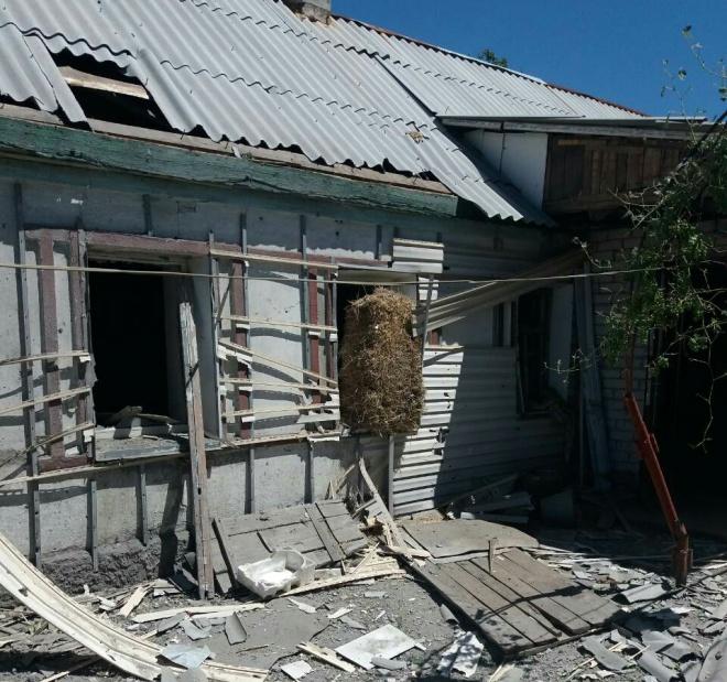 Окупанти обстріляли домівки мирних мешканців Авдіївки - фото