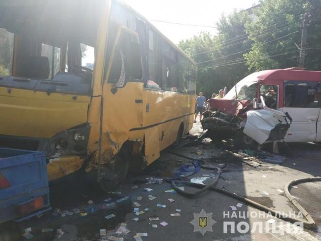 В Боярці в ДТП за участю двох маршруток постраждало 26 осіб - фото