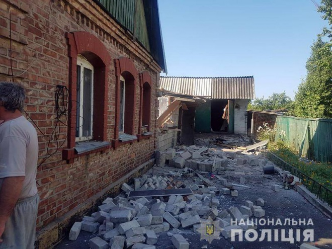 Внаслідок обстрілу Мар'їнки постраждало четверо осіб - фото