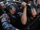 На протестах в Москві по-звірячому затримали більше тисячі осіб