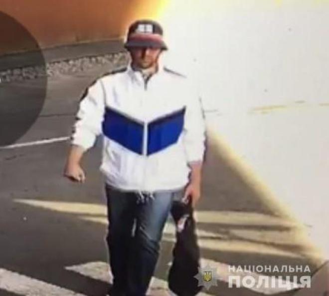 Охоронець ювелірного дав відсіч нападнику, відео - фото