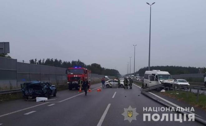 Під Києвом сталася ДТП з маршруткою, загинуло троє осіб, багато травмованих - фото