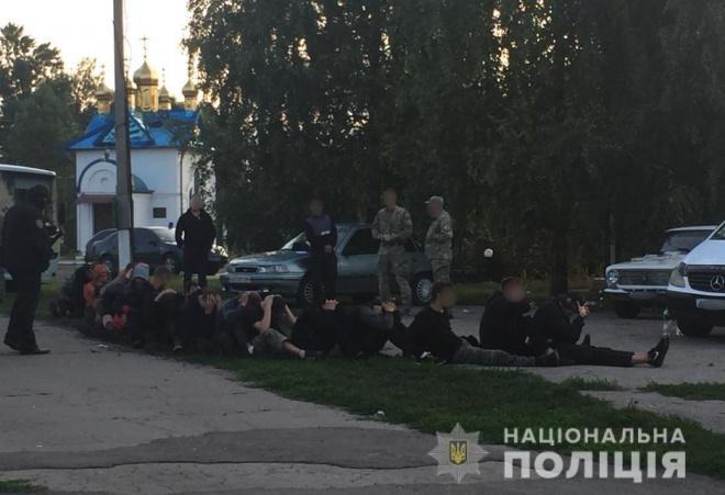 Тітушки з Росії та окупованих територій намагалися захопити агропідприємство на Харківщині - фото