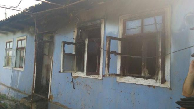 В пожежі загинуло четверо малолітніх дітей: матері залишили їх одних, а самі пішли пиячити - фото