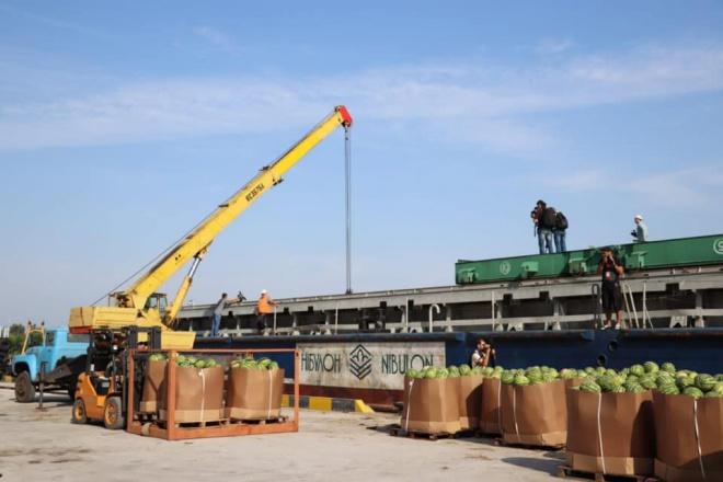Херсонські кавуни скоро попрямують на баржі до Києва - фото